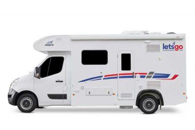 Seitenansicht des 2-Bett-Campers Jayco Voyager Deluxe von LetsGo