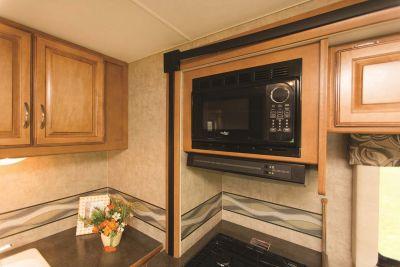 Küche im Motorhome Eclipse mit Alkoven von Apollo USA
