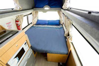 Bett im Camper Hitop von Apollo Australien