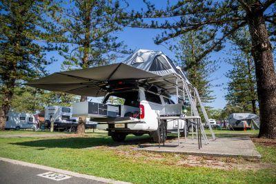 Dachzelte und Markise des 4WD-Campers X-Terrain von Apollo Australien