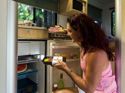 Camper Double Up von Mighty Neuseeland Kühlschrank