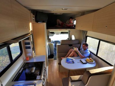 Camper Big Six Mighty Australien Innenraum Fahrerkabine