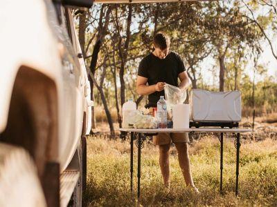 Kochen im Britz Safari 4WD Rooftop Camper Australien