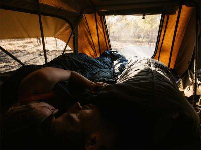 Gute Nacht im Britz Safari 4WD Rooftop Camper Australien