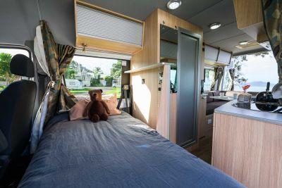 Bett im Campervan Venturer Plus von Britz Neuseeland