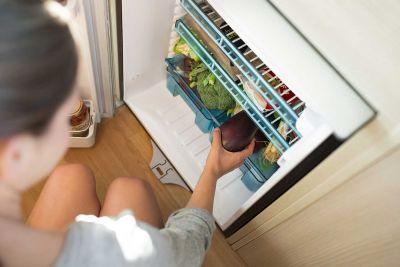 Kühlschrank im Campervan Venturer Plus von Britz Neuseeland