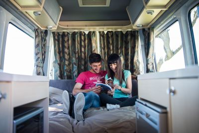 Camper Deuce Mighty Neuseeland Lesen im Bett