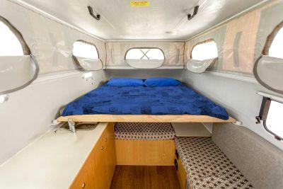 Bett im 4WD Adventure Camper von Cheapa Campa Australien