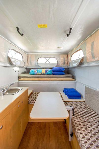 Innenraum des 4WD Adventure Campers von Cheapa Campa Australien