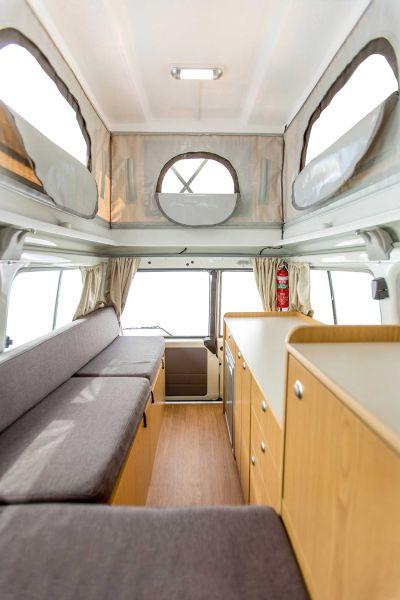 Innenraum im 4WD Camper Trailfinder von Cheapa Campa Australien