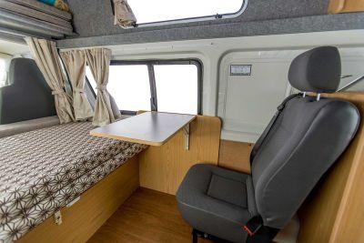 Sitzplatz im Camper Endeavour von Hippie Neuseeland