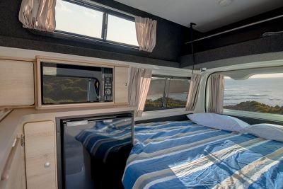 Let's Go Motorhomes 3 Bett Hitop Camper Australien