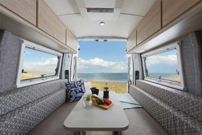 Essbereich im 2+1 Bett Camper Escape von Let's Go Motorhomes Australien