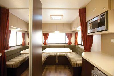 Sitzecke im 6-Bett Camper Hercules von Star RV Neuseeland