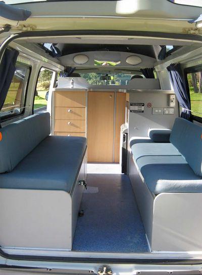 Travellers Autobarn Budget Camper Innenraum