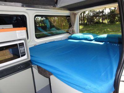 Camper Kuga von Travellers Autobarn Australien Interior