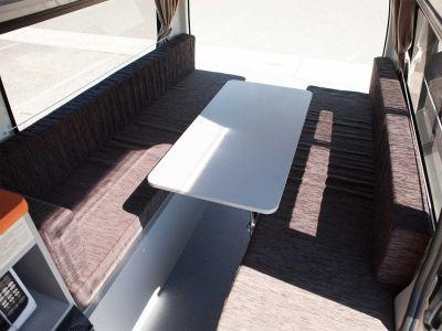 Camper Kuga von Travellers Autobarn Australien Sitzplatz Sitzecke