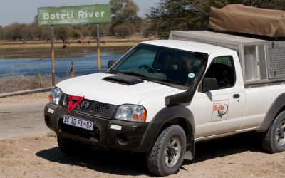 Britz 4 WD MSEP Afrika Seitenansicht auf der Straße