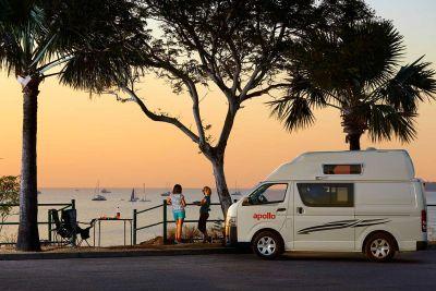 Abedhimmel über dem Camper Hitop von Apollo Australien