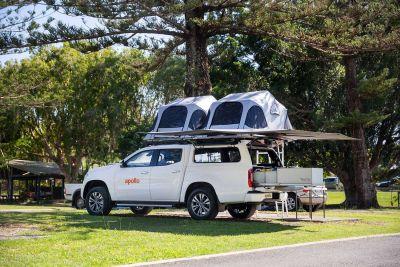 Seitenansicht des 4WD-Campers X-Terrain von Apollo Australien mit Dachzelten