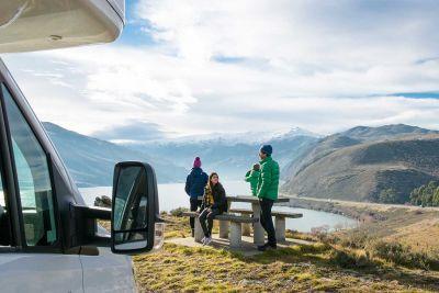 Die Aussicht vor dem Camper Euro Star von Apollo Neuseeland genießen