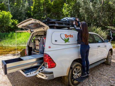 Britz Allrad/4WD Camper Outback Australien Zelt verstauen