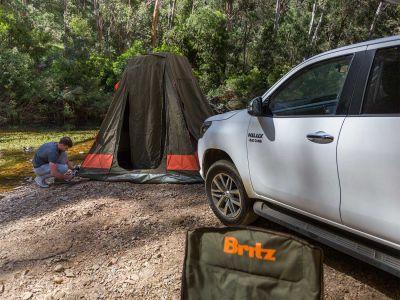 Zeltaufbau am Fluss, Britz Allrad/4WD Camper Outback in Australien