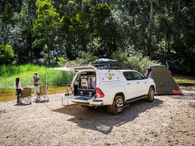 Britz Allrad/4WD Camper Outback in Australien, geöffneter Kofferraum