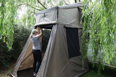 Aufbau freistehendes Zelt Britz Safari 4WD Rooftop Camper Australien