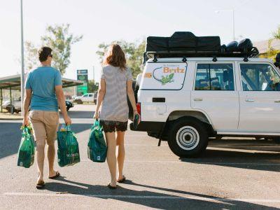 Einkauf mit dem Britz Safari 4WD Rooftop Camper Australien
