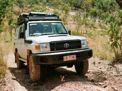 Offroad im Britz Safari 4WD Rooftop Camper Australien