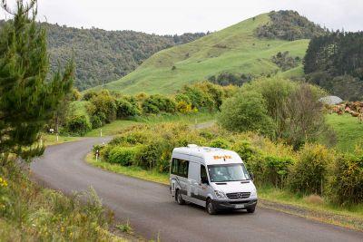 Fahrt im Campervan Venturer Plus von Britz Neuseeland