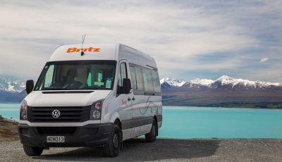 Campervan Venturer Plus von Britz Neuseeland vor See