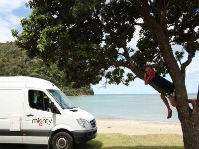Camper Deuce Plus von Mighty Neuseeland Abhängen