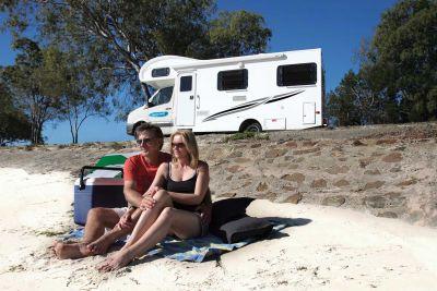 Erholung vor dem 4-Bett Motorhome von Cheapa Campa Australien