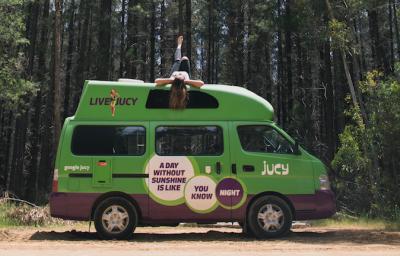 Seitenansicht des Kompaktcampers Condo von Jucy Australien