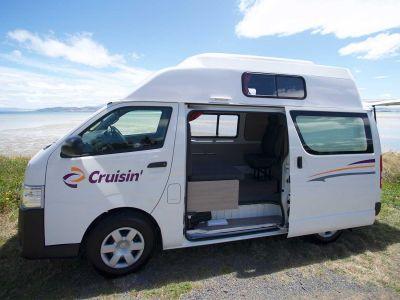 4-Bett-Kompaktcamper Hitop von Cruisin Australien