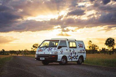 Abendhimmel übder dem Camper Drift von Hippie Camper Australien