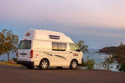 Abendhimmel über dem Camper Endeavour von Hippie Neuseeland