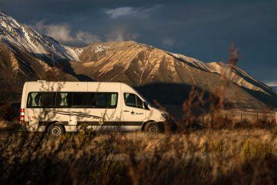 2-Bett-Camper Aquila von Star RV Australien mit Bergpanorama