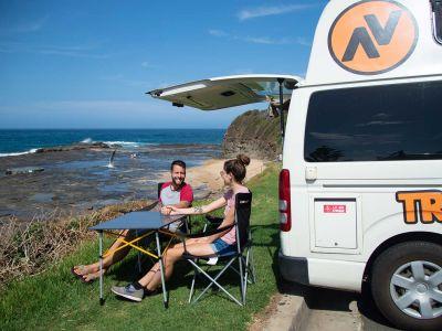 Camper Kuga Travellers Autobarn Australien Tisch und Stühle