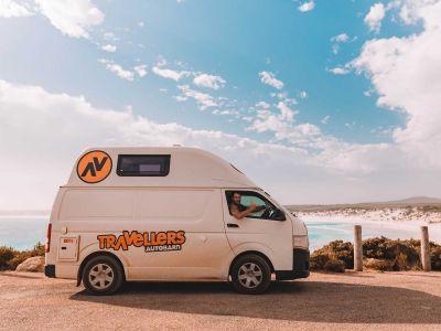 Camper Kuga Travellers Autobarn Australien Seitenansicht