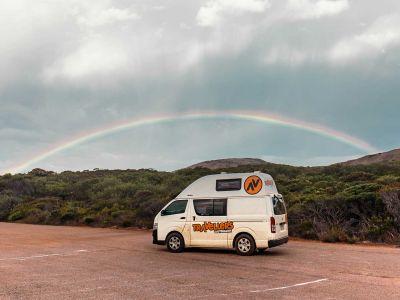 Camper Kuga Travellers Autobarn Australien Regenbogen